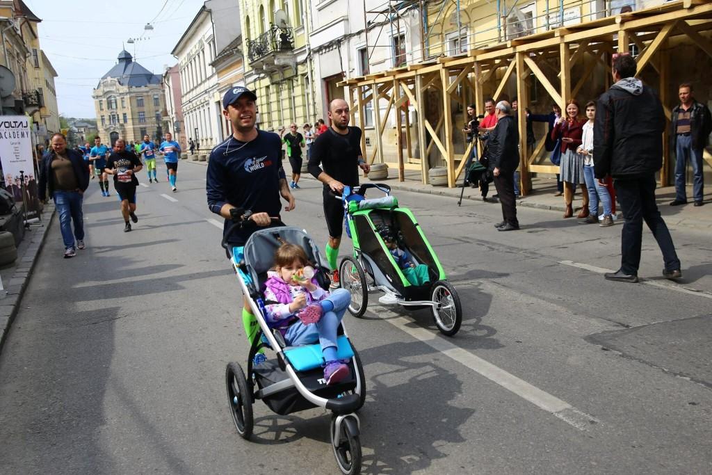 21km prin Cluj cu copilul în cărucior