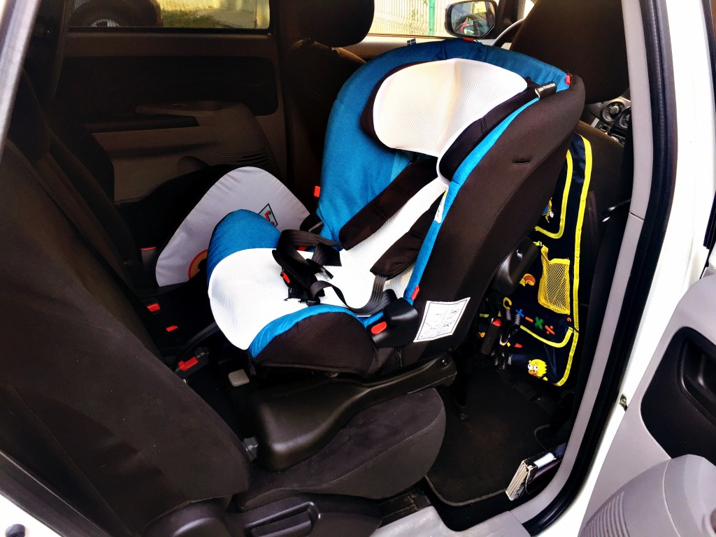 "scaun maşină – ""rear face car seat"" vs. ""front face car seat"""