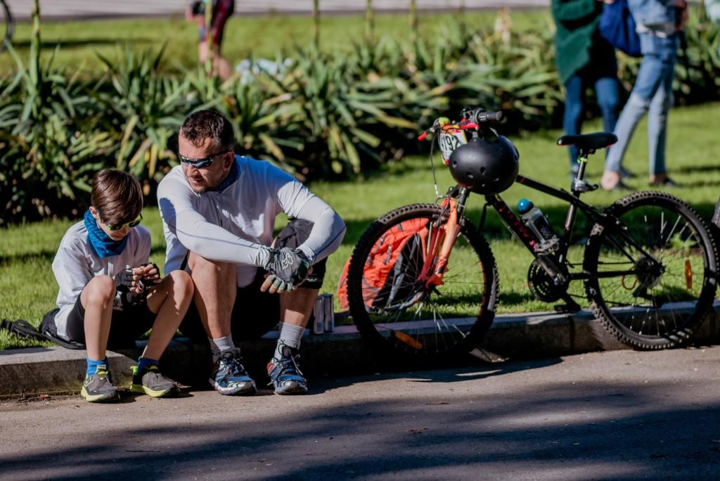 copiii pe bicicletă la Prima Evadare